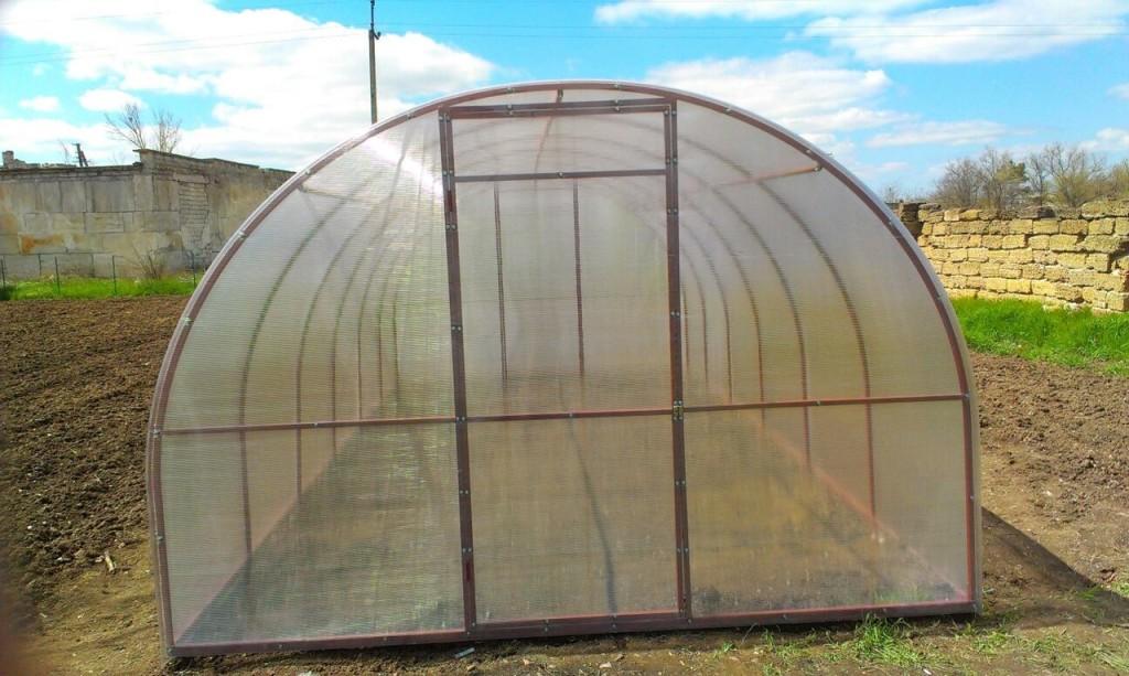 утепленная теплица для круглогодичного выращивания